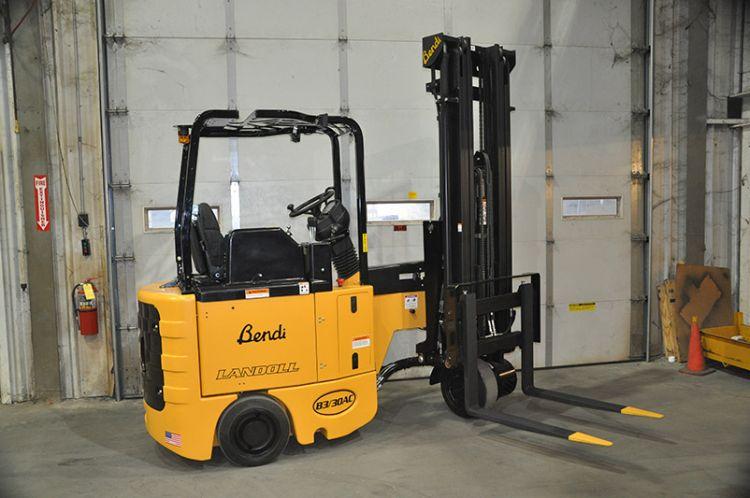 Mast Forklift Operation : Tynan equipment reach trucks by yale